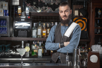 Bar Etiquette: How to Keep the Bartender Happy