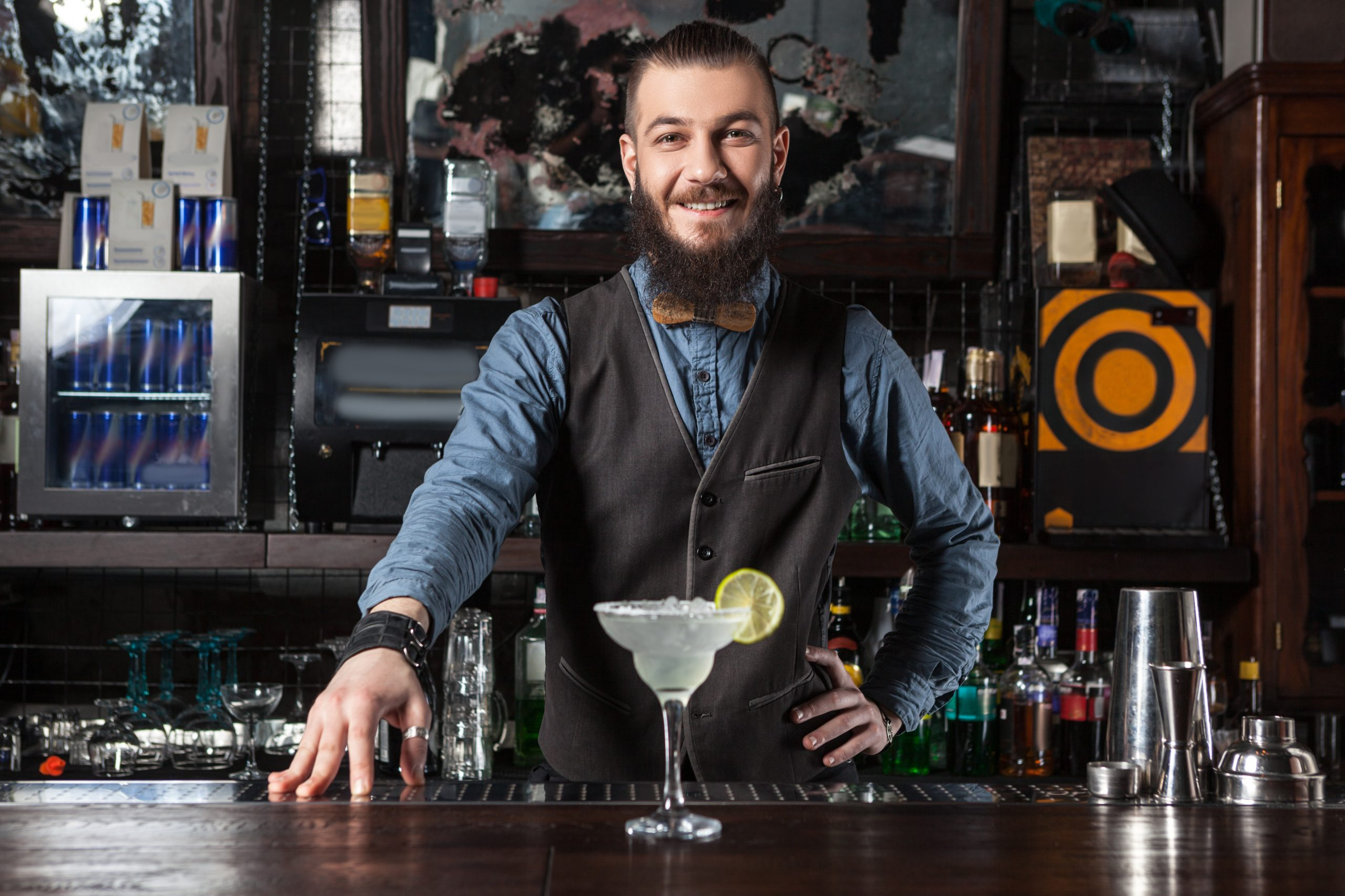 how to become a bartender